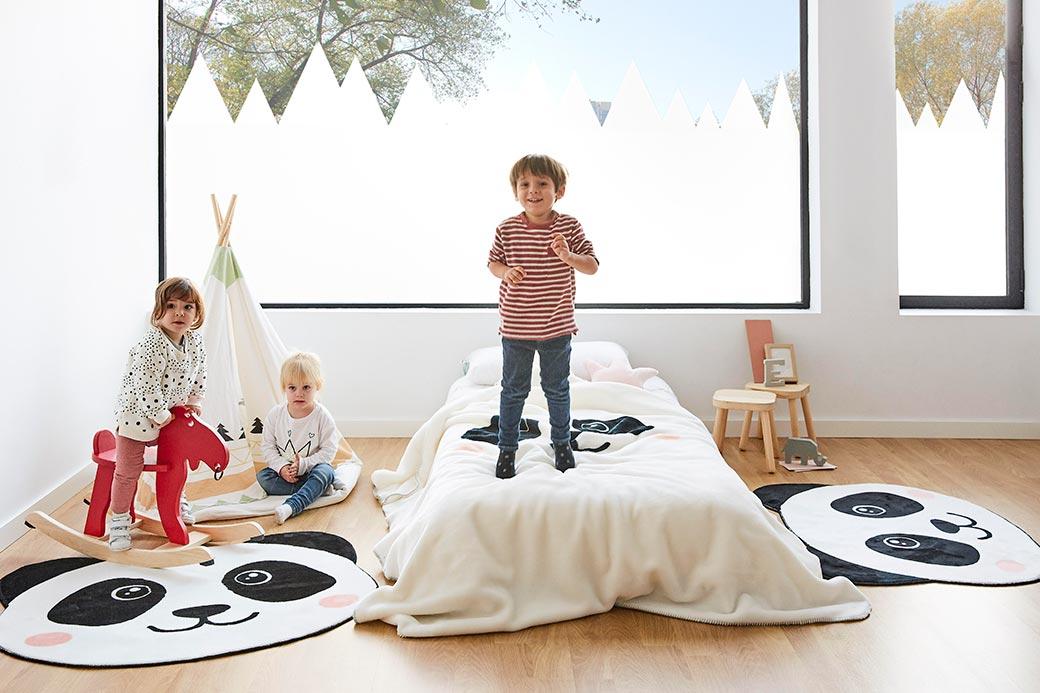 espacio-infantil-niño-saltando