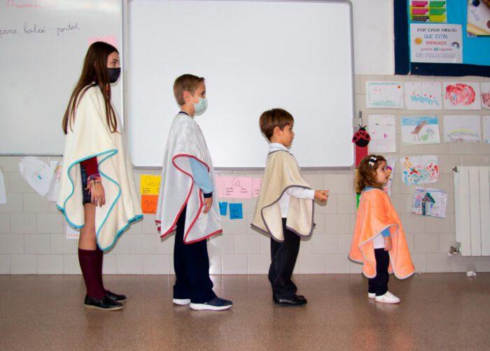 presentamos la manta escola de textils mora
